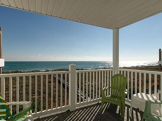 Charming oceanfront condo with beach access close to the boardwalk
