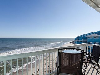 Oceanfront condo with breathtaking view and pool access