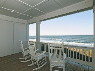 Upscale oceanfront duplex close to the aquarium and pier