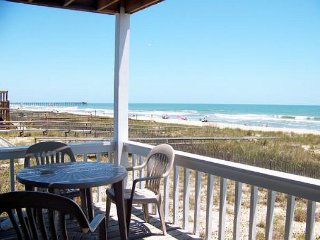 Comfortable oceanfront townhouse close to Kure Beach pier