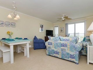 Beautiful updated oceanfront condo with pool
