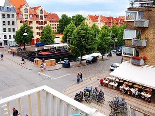 Cosy Copenhagen apartment view of Christianshavn Canal