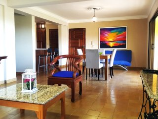 Gazcue, Santo Domingo, recently renovated 2 bedroom colonial style apartment