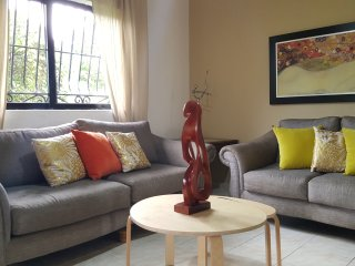 Gazcue (Malecon) Sto. Dgo., 3 Bedroom Apartment.