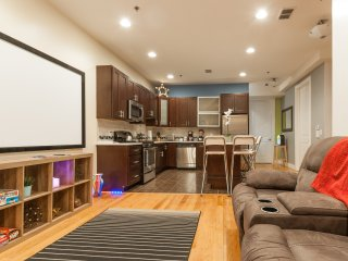 AMAZING LUXURY 2 BEDROOM - NEAR TRAIN