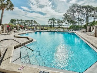 Expansive Bay & Golf Course Views From This Tropical 1 Bedroom Condo w/Golf Cart
