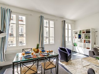 08. LOVELY 2BR FLAT ON RUE SAINT HONORE - NEAR PALAIS ROYAL AND THE LOUVRE