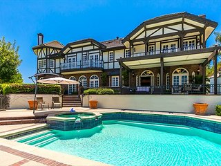 Mansion in the Hills w/ Private Pool, Amazing Open Views, Tons of Room w/ AC!
