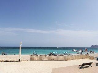 en el centro de Altea,en  la nueva playa del espigon, junto al paseo maritimo!