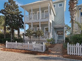 OPEN 3/31-4/7! STEPS TO THE BEACH! POOL! 2 FAMILIES! BIKES & BEACH GEAR INCL.