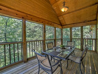 2BR Branson West Cabin w/Great Community Amenities