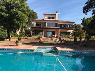 Villa with sea view, swimming pool and large garden. Ideal for extended families