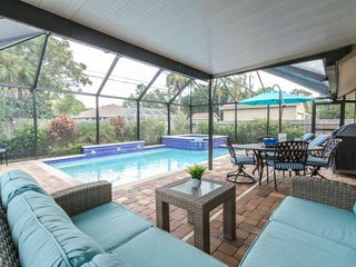 Naples Park Pool/Spa Home-Tropical Oasis-West of 41-Less than 1 mile/walk to