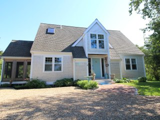 Updated Gorgeous, Open & Sunny w/ AC, Fireplace, Hot Tub - Close to Beach & Town