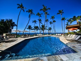WAILEA BEACH CONDO! GORGEOUS NEW REMODEL! OCEAN END, RIGHT OVER THE BEACH!