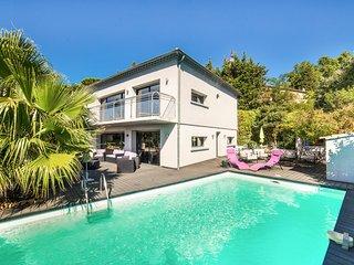3 bedroom Villa in Sauveterre-de-Rouergue, Occitania, France : ref 5049454