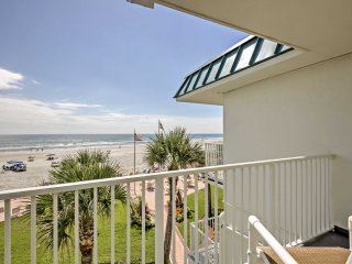 Daytona Beach Studio w/ Oceanfront Balcony & Pool!