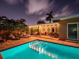 1:Windward Escape 4/3:  5 Min Walk to Beaches, Heated Pool!