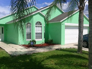 BEAUTIFUL 4 BEDROOM VILLA - NEAR DISNEY