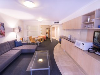 PI702 - 1BR, Ideally located on Kent Street