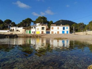 S'ESCAR- Romantic Fisherman's House bathed by the sea. Satellite TV. 8 pax. Sea