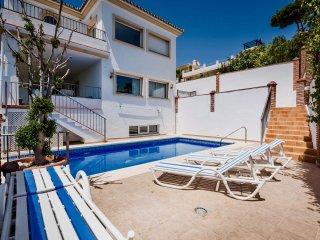 Castillo Nuevo - Exceptional 6BR 6BA Modern Villa with Stunning Sea Views