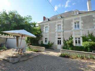 Charmante Maison de maitre met verwarmd zwembad voor 6 gasten, grote tuin.