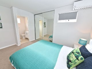 TJ's Luxury Apartment Close to Perth City, :2260