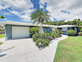 Renovated 3BR Close to Sanibel Island – On Canal w/ Pool & Dock Access