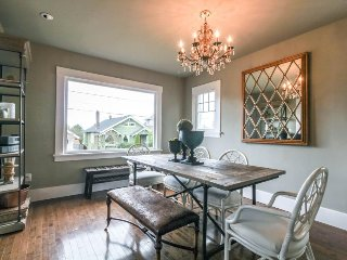 Dog-friendly vintage home w/private deck &  backyard - walk to Lake Union!