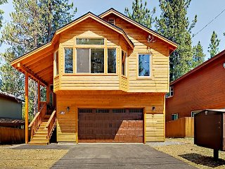 Brand-New 4BR w/ Fireplace & Hot Tub – Near 3 Ski resorts & Golf Course