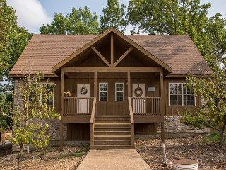 Swept Away Cabin - Cozy and Charming 1 Bedroom Cabin at Stonebridge Resort!