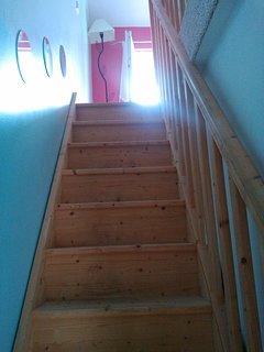Escalier montant à la mezzanine
