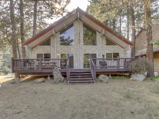 McCall getaway with outdoor fire pit  & pool table - dogs OK!