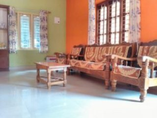 TripThrill Manjusree 1st Floor (2) - 1BHK, alquiler de vacaciones en Bhagamandala