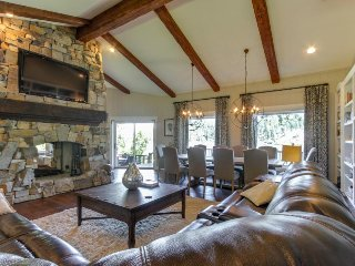 Luxury lakefront getaway w/ private hot tub - near Gozzer Ranch!