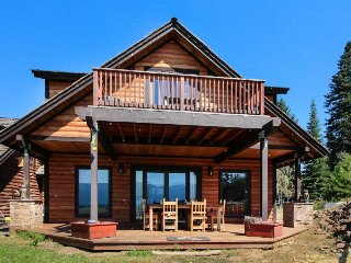 Mountainview home w/ shared hot tub, deck, firepit, private sauna, & more!