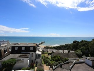 BOURNECOAST: PANORAMIC SEA VIEWS - Studio Flat in Boscombe Spa by Pier - FM3355