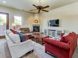 Valley view condo w/ shaded patio & shared pool/hot tub - drive to Zion!