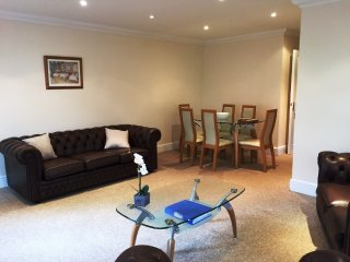 BOURNECOAST: G/F 2 BEDROOM FLAT LOCATED IN THE BOURNEMOUTH CENTRE -  FM853