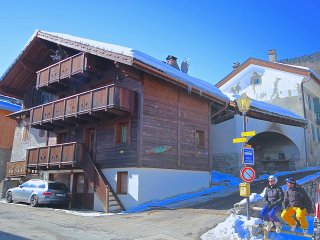 Self Catering Chalet NIKITA  ideal for 2 or 3 families - good access to lifts