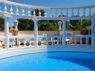 Provence hilltop - wonderful private pool. Villa Romantique,spacious sleeps 12 +