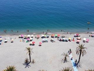 Velilla Beach frontline, fantastic seaview, SAT-TV, A/C, WiFi, Garage, Almunecar