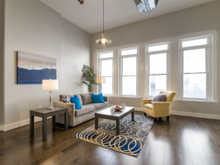 Large 2/2 in the HEART of Downtown! Sleeps 6! 2PA2BZA