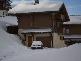 Chalet Le Lapye - 5 Bedrooms, 4 bathrooms, close to piste and bus stop
