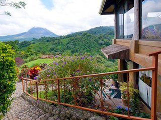 Amazing Volcano Views - Main Level Apartment $95-night