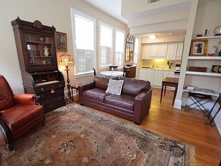 'Colonial Quarters Condo' 1 BEDROOM CHARMER! SVR00913