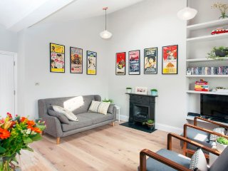 Stylish and spacious 2 bedroom flat in Notting Hill