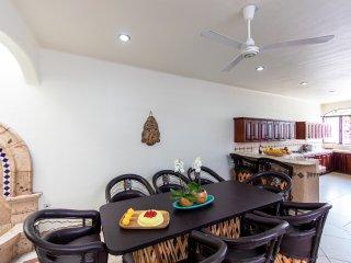 2 apartments 6 bed/7 bath Jacuzzi Bar Terrace