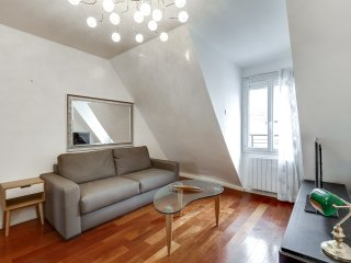 10. LOVELY 1BR IN THE 7TH WITH AMAZING EIFFEL TOWER VIEW!